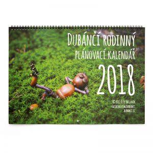 Nástěnný rodinný plánovací kalendář s dubánky