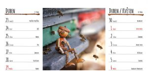 Dubnová stránka stolního kalendáře s dubánky