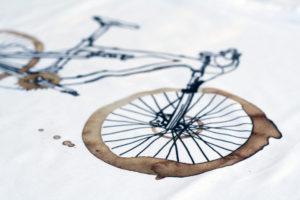 Kávové celopéro – detail trička pro cyklistu