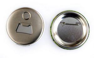 Placky s dubánkem – zadní strana (špendlík a otvírák s magnetem)