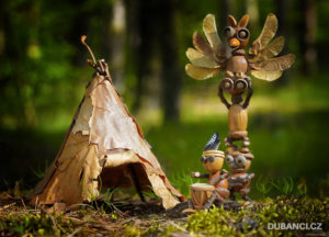 Dubánčí pohlednice na tábor – šaman, teepee a totem